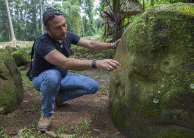 A travel guide in Takalik Abaj